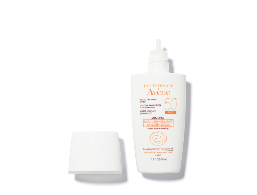 EAU THERMALE AVèNE Mineral Ultra-Light Hydrating Sunscreen Lotion SPF 50 for Face | @violetgrey