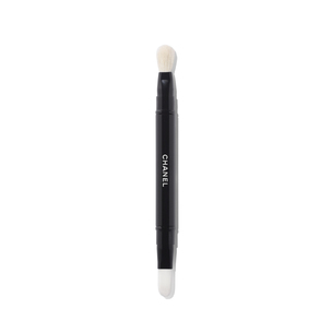 CHANEL Les Pinceaux De Chanel Retractable Dual-Tip Concealer Brush | @violetgrey