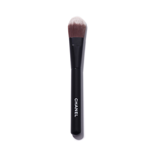 CHANEL Les Pinceaux De Chanel Foundation Brush | @violetgrey