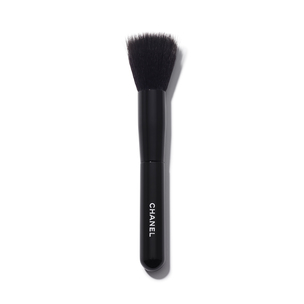 CHANEL Les Pinceaux De Chanel Foundation-Blending Brush | @violetgrey