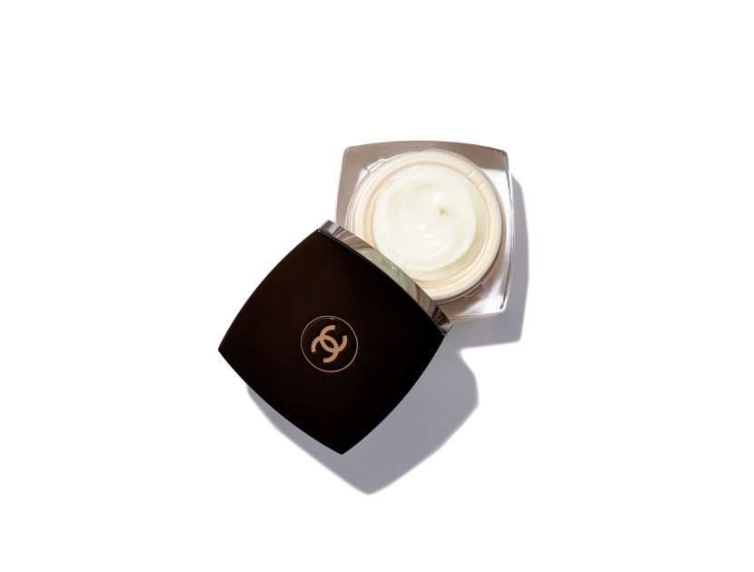 CHANEL Sublimage La Crème Yeux Ultimate Skin Regeneration Eye Cream | @violetgrey