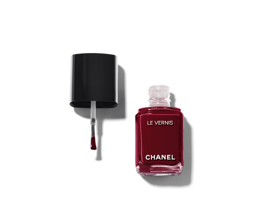 Chanel Le Vernis Longwear Nail Colour in 18 Vamp | Shop now on @violetgrey https://www.violetgrey.com/product/le-vernis-longwear-nail-colour/CHN-159016