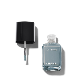 CHANEL Le Vernis Longwear Nail Colour - 566 Washed Denim | @violetgrey