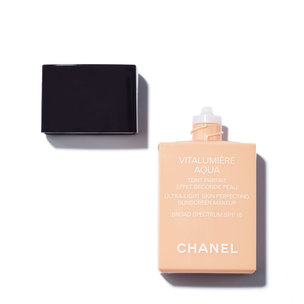 CHANEL Vitalumière Aqua Ultra-Light Skin Perfecting Sunscreen Makeup Broad Spectrum SPF15 - 22 Beige Rosé | @violetgrey