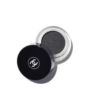 CHANEL Illusion D'Ombre Velvet Long Wear Luminous Matte Eyeshadow - Fleur De Pierre | @violetgrey