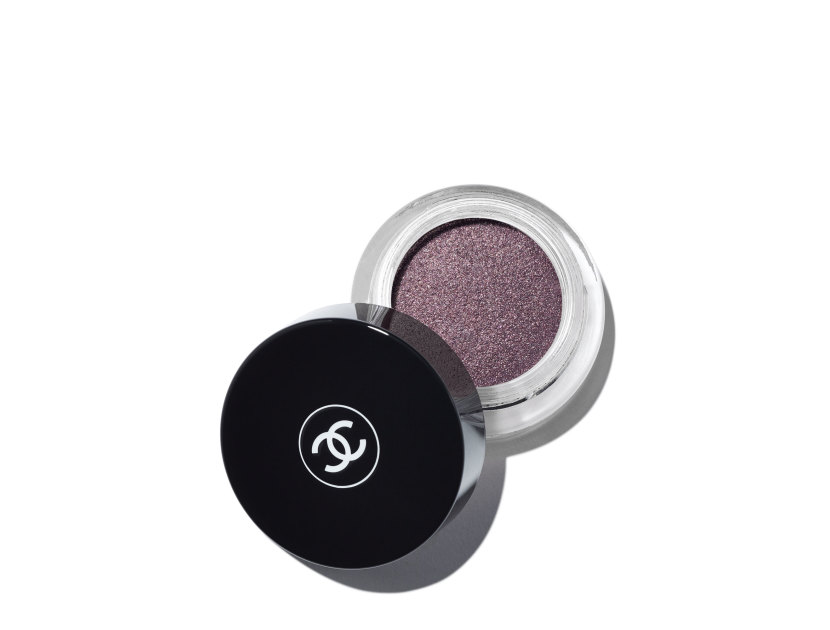 CHANEL Illusion D'Ombre Long Wear Luminous Eyeshadow - Illusioure | @violetgrey