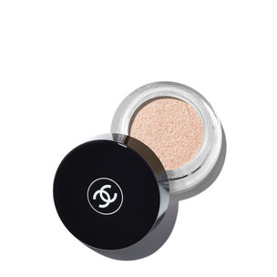 CHANEL Illusion D'Ombre Long Wear Luminous Eyeshadow - Convoitise | @violetgrey