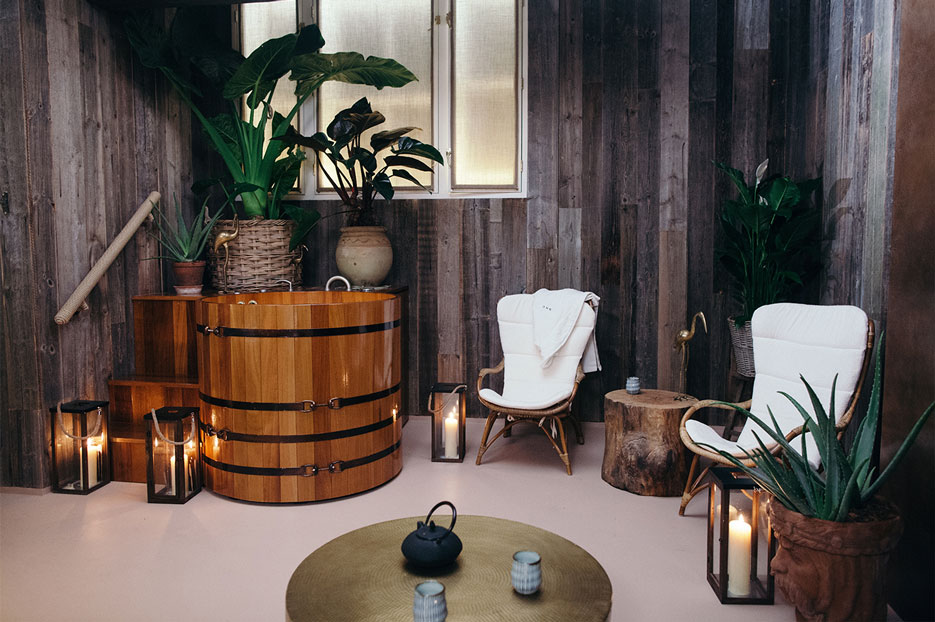 South Kensington Club | Bathing Around the World | The Violet Files | @violetgrey